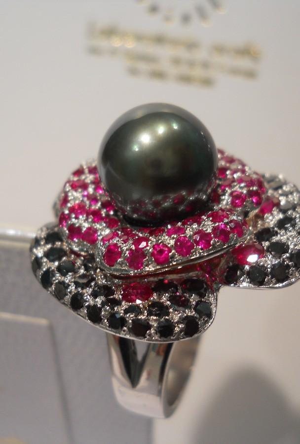 anello perla, rubini e diamanti